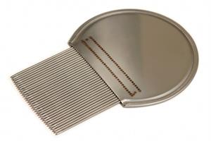 le peigne, un outil indispensable du traitement anti-poux